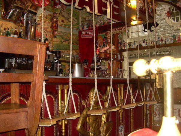 Le Cafe Du Coin D En Bas De La Rue Du Bout De La Ville D En Face