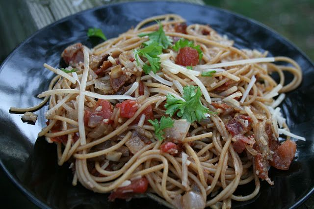 Caramelised Onion and Garlic Pasta (with Bacon!) {recipes to try}