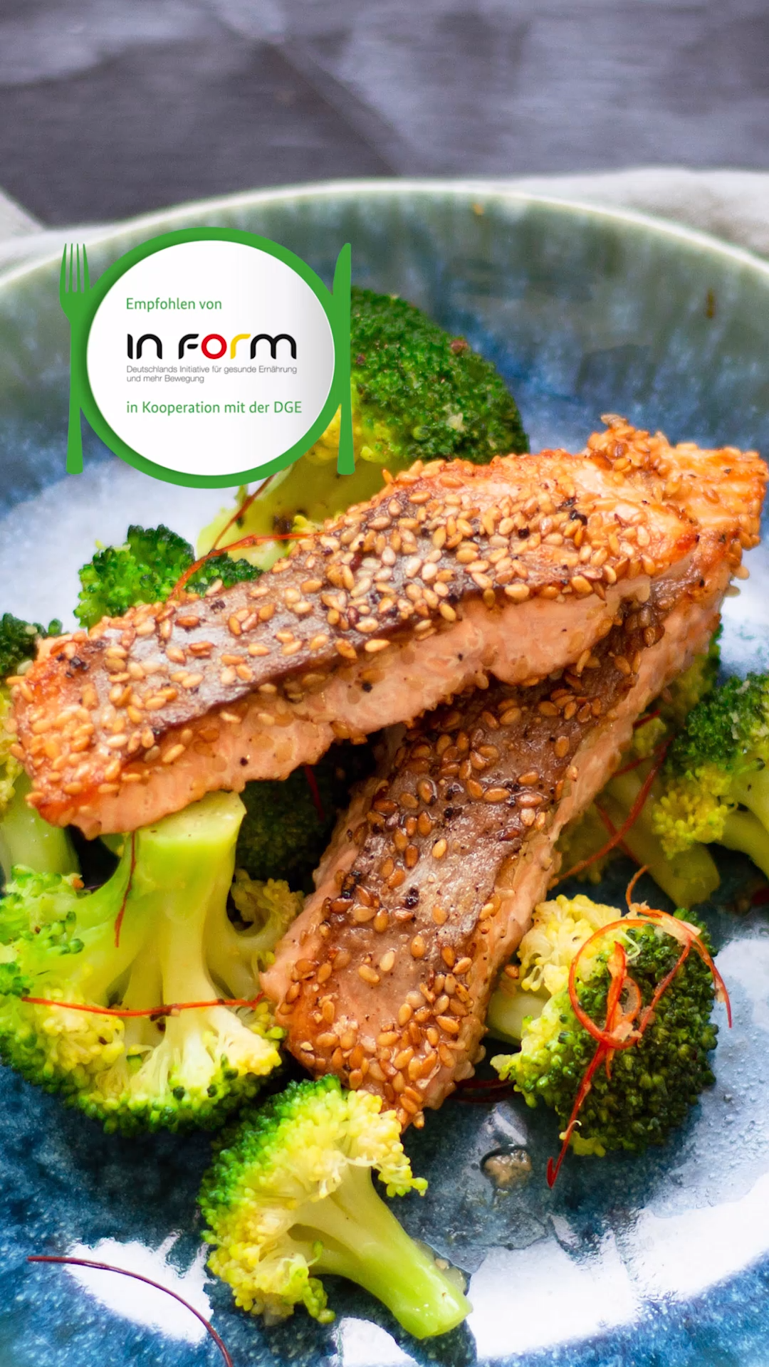 Photo of Salmon with sesame crust and broccoli