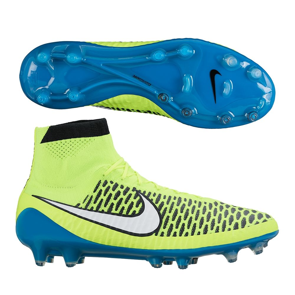 Dominate the flow of play with the Nike Women\u0027s Magista Obra soccer cleats.  Developed for