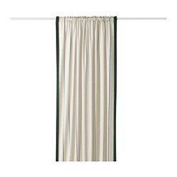 doordat de stof dichtgeweven is kan je de draperiehet gordijn ook voor een deur hangen om tocht tegen te gaan klaar om op te hangen aan de bovenkant zit