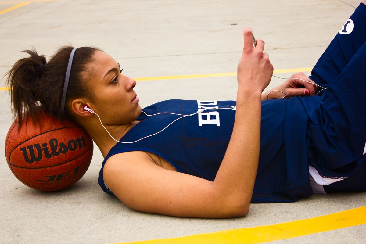 Great Senior Basketball Pose Basketball Photos Basketball Senior Pictures Basketball Photography
