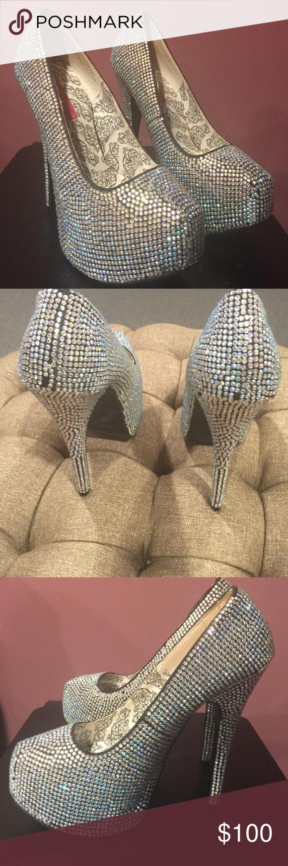 72759f95af11 Bordello silver Iridescent rhinestone heels The color is silver satin