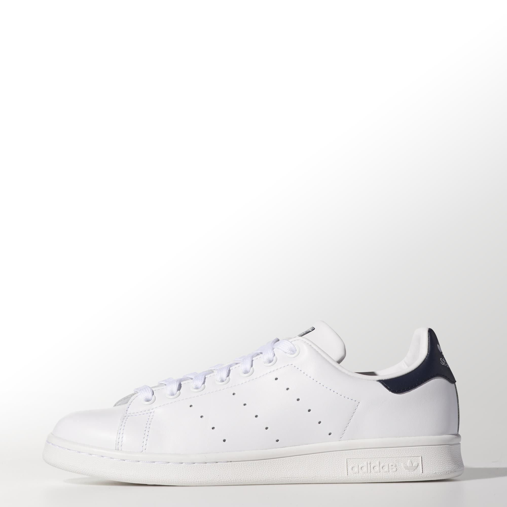 Created in 1971 for tennis star Stan Smith, this clean-cut men's shoe holds