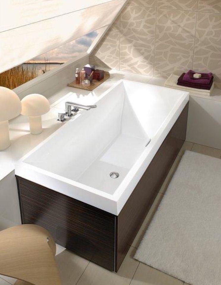 Badkamer op zolder onder schuin dak. Villeroy & Boch bad Squaro slim ...