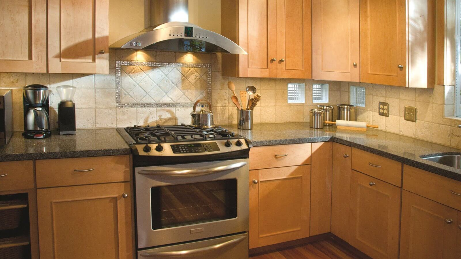 kitchen light stained cabinets | Maple kitchen cabinets ...
