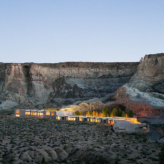 Good morning @amangiriut **photo by @scottclarkphoto #amangiri #fireflyontheroad #locationscouting #destinationwedding #elangiri #elantourage
