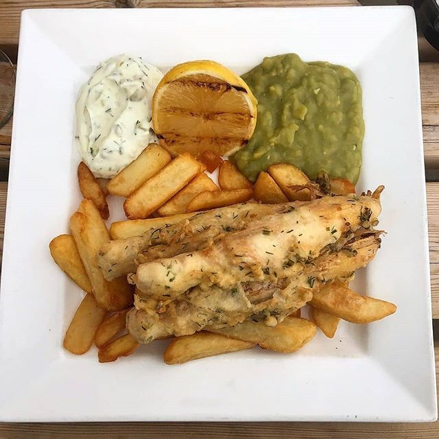 Reposted from @hippydippyvegans -  yummy meal at the new Red Herring fish and chip shop in ely! battered banana blossoms with chips, tartare sauce and mushy peas! i've never had banana blossoms before but they had a strangely fishy texture and looks like fish too! plain taste and absorbed flavor so well! would definitely have again 😍 • • • • •  -