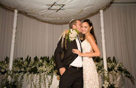 Meet Yaron Versano The Loving Husband Of Our Wonder Woman Gal Gadot Gal Gadot Gal Gadot Wonder Woman Gal,Long Dress To Wear To A Wedding