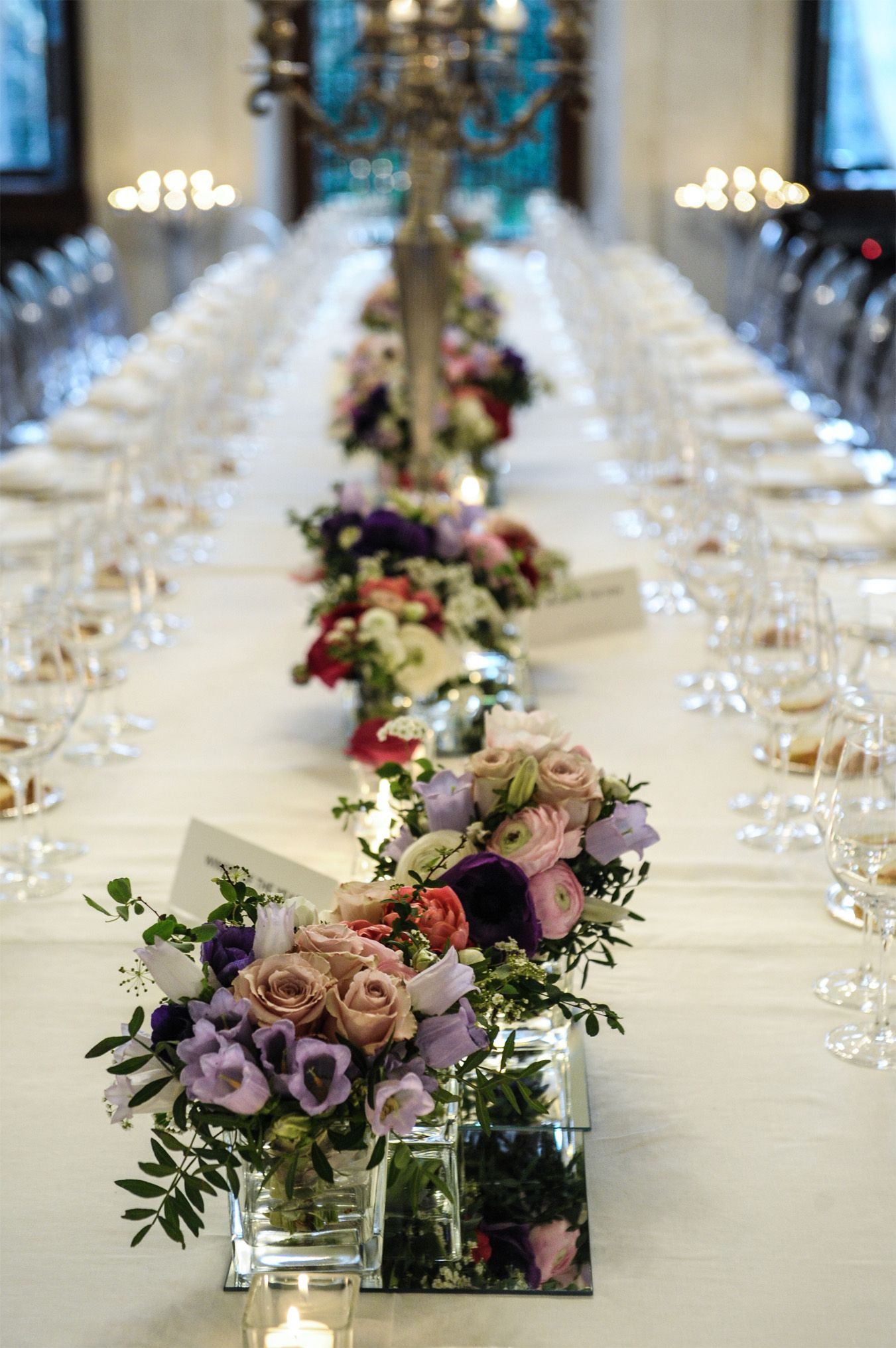 Wedding dinner table decoration table decoration with spinrg flowers tavolo imperiale con fiori