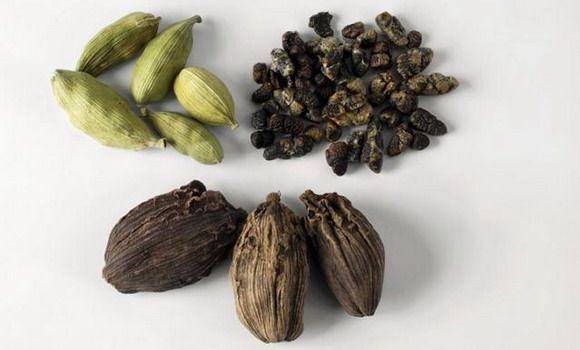 Kardamon Je Seme Tropskog Voca Poznatog Kao Elettaria Cardamomum Koje Potice Iz Indije Sri Lanke I Gvatemale Cele Natural Spice Organic Spice Natural Herbs