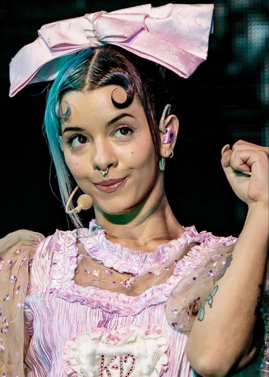 The Blue Hair Em 2020 Bebe Chorao Melanie Martinez Cantores
