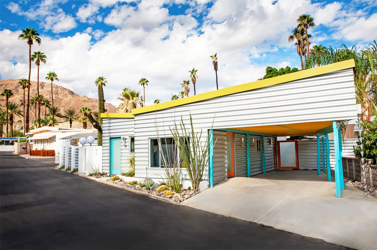 A Mid Century Modern Mobile Home In Palm Springs Modern Mobile Homes Modern Architecture Mobile Home Exteriors