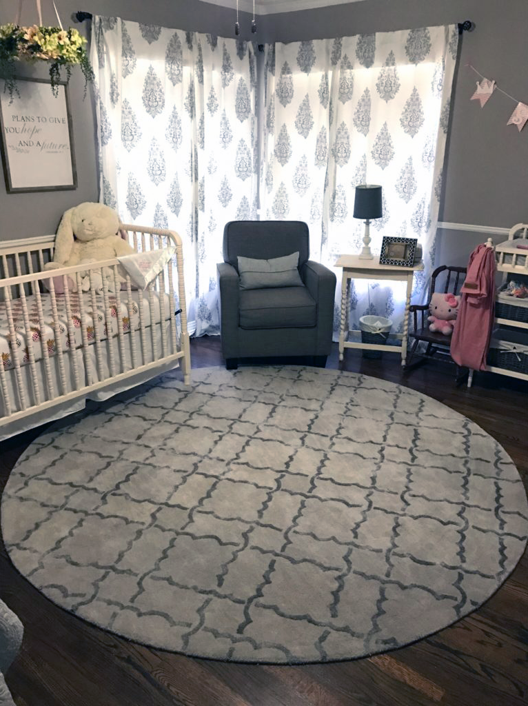 How Much Are You Loving This Round Nursery Rug It Makes The E Feel So