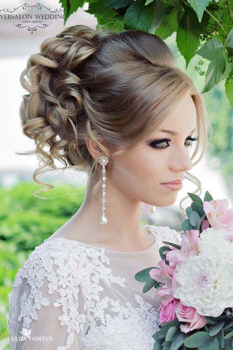 idées de coiffure de mariage romantique avec un équilibre