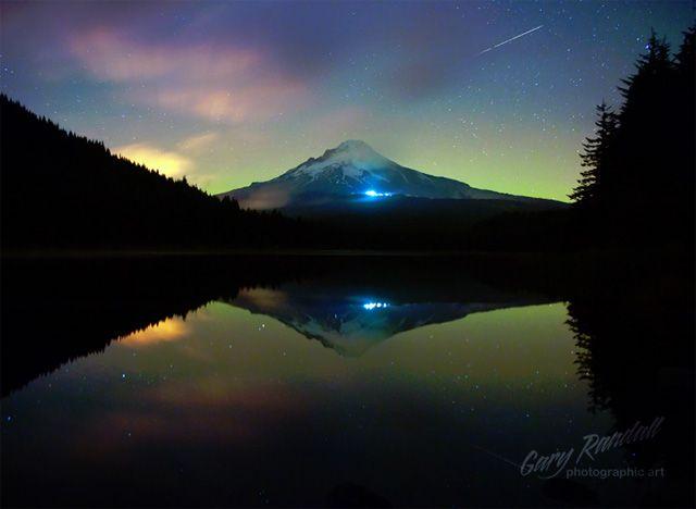 AMERICA BEAUTIFUL / Northern Lights across USA