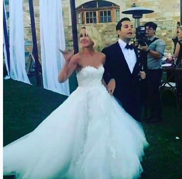 Anna Camp And Skylar Astin Are Married See Their Pitch Perfect Wedding Photos Famous Wedding Dresses Celebrity Weddings Anna Camp