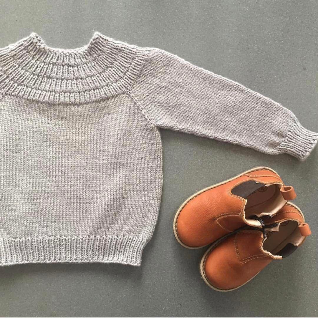 """737 Synes godt om, 24 kommentarer – PetiteKnit • knitting patterns (@petiteknit) på Instagram: """"@fru_erikssons har strikket Ankers Trøje så fint til sin søn  Opskriften findes nu også på norsk i…"""""""