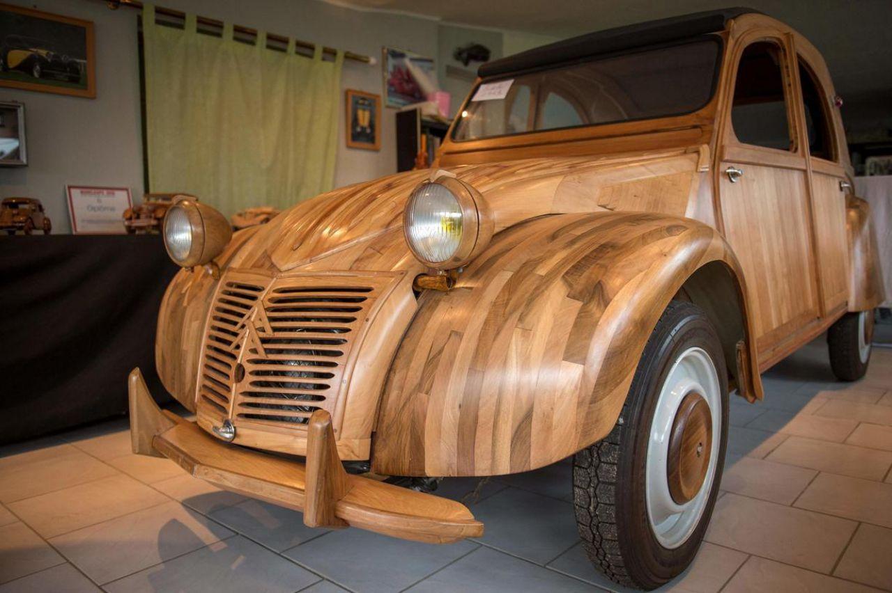 en images  il a construit une 2cv en bois fruitier de