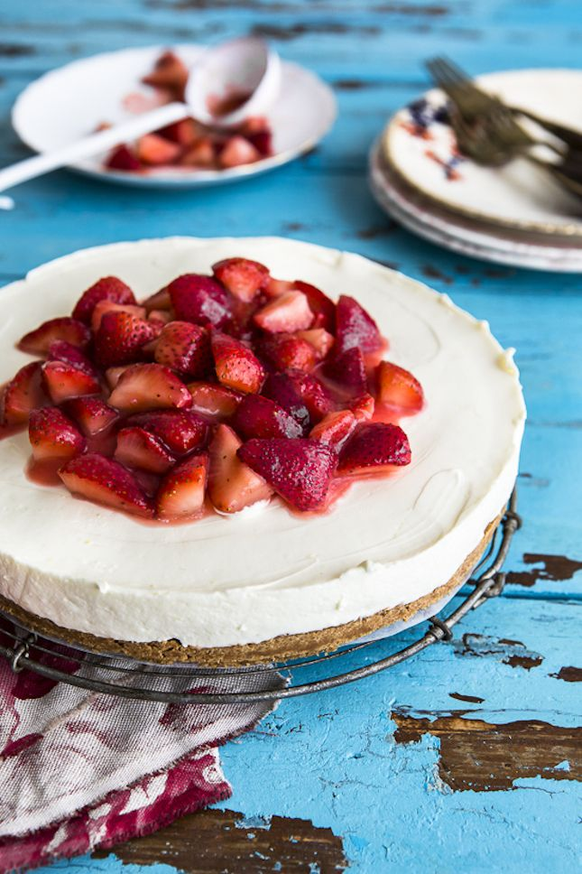 Make your own strawberry cheesecake with this recipe.
