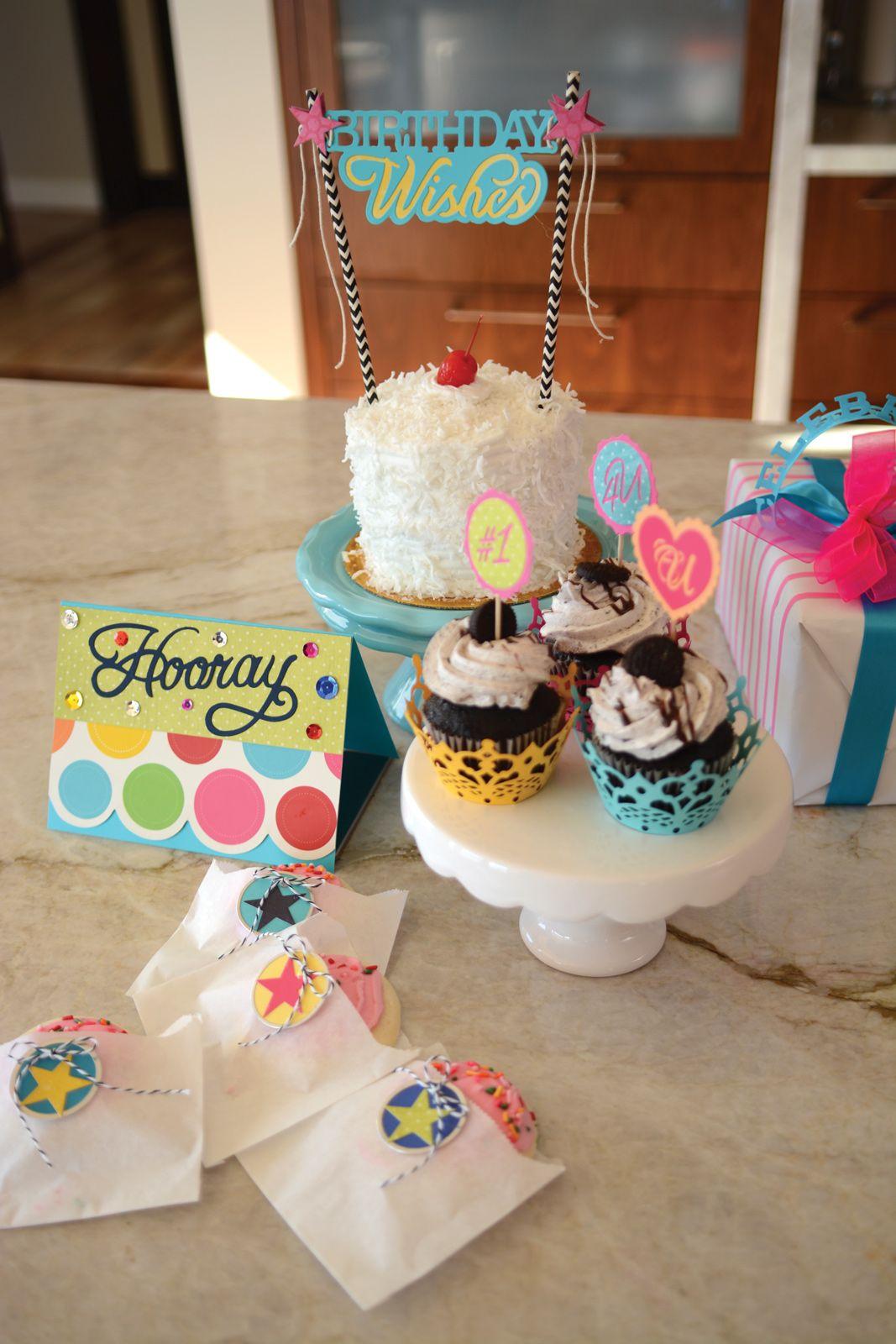Hooray  660892 Sizzix Thinlits Die Cake Topper