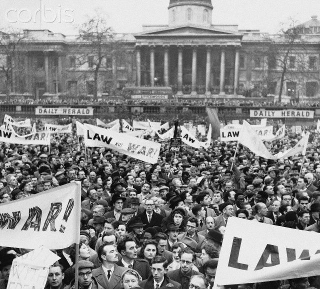 Protest At The Government S Handling Of Suez Crisis 1956 Suez Pictures Trafalgar