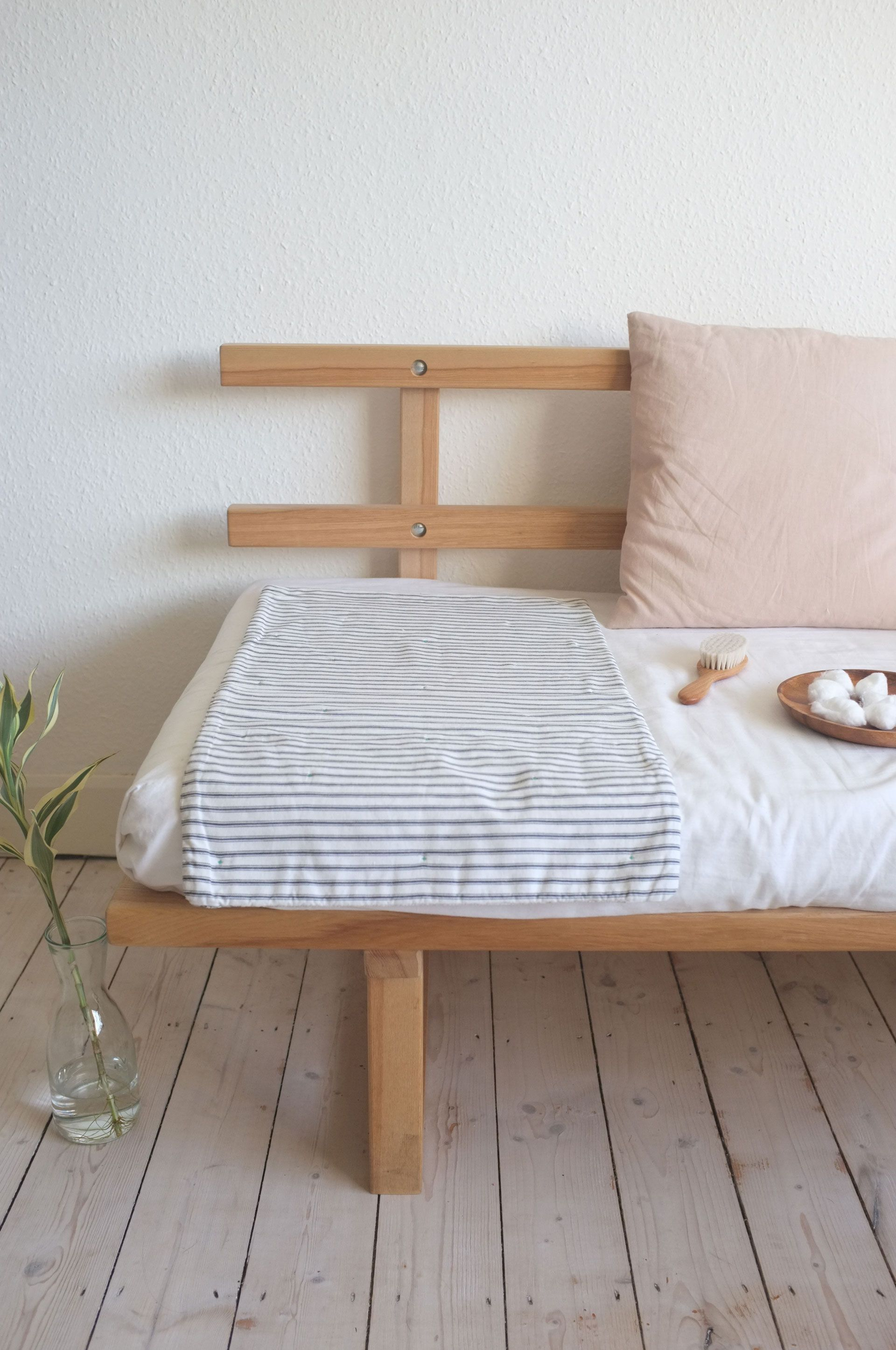 Day bed idea simple and light for a small room with storage