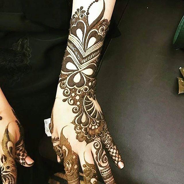 حناء العيد الله یسعد من حط لایک اكتبي اسم من اسماء الله الحسنى لعل الله يفرج به همك بنات عندها مسابقات اسبوعية جوايزها Henna Henna Designs Simple Henna