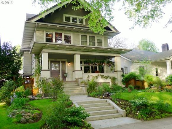 Arts & Crafts | Craftsman | Foursquare | Bungalow #craftsmanstylehomes