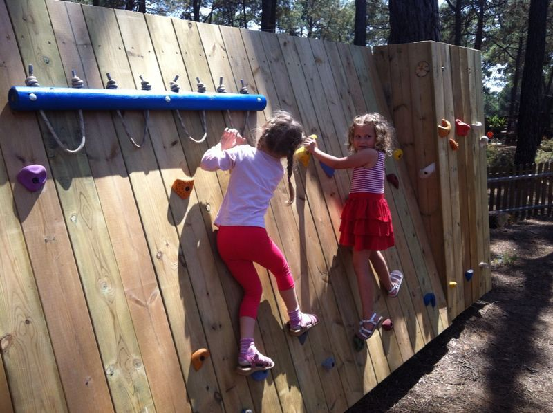Resultado de imagen de rocodromo infantil patio colegio for Idea paisajismo patio al aire libre