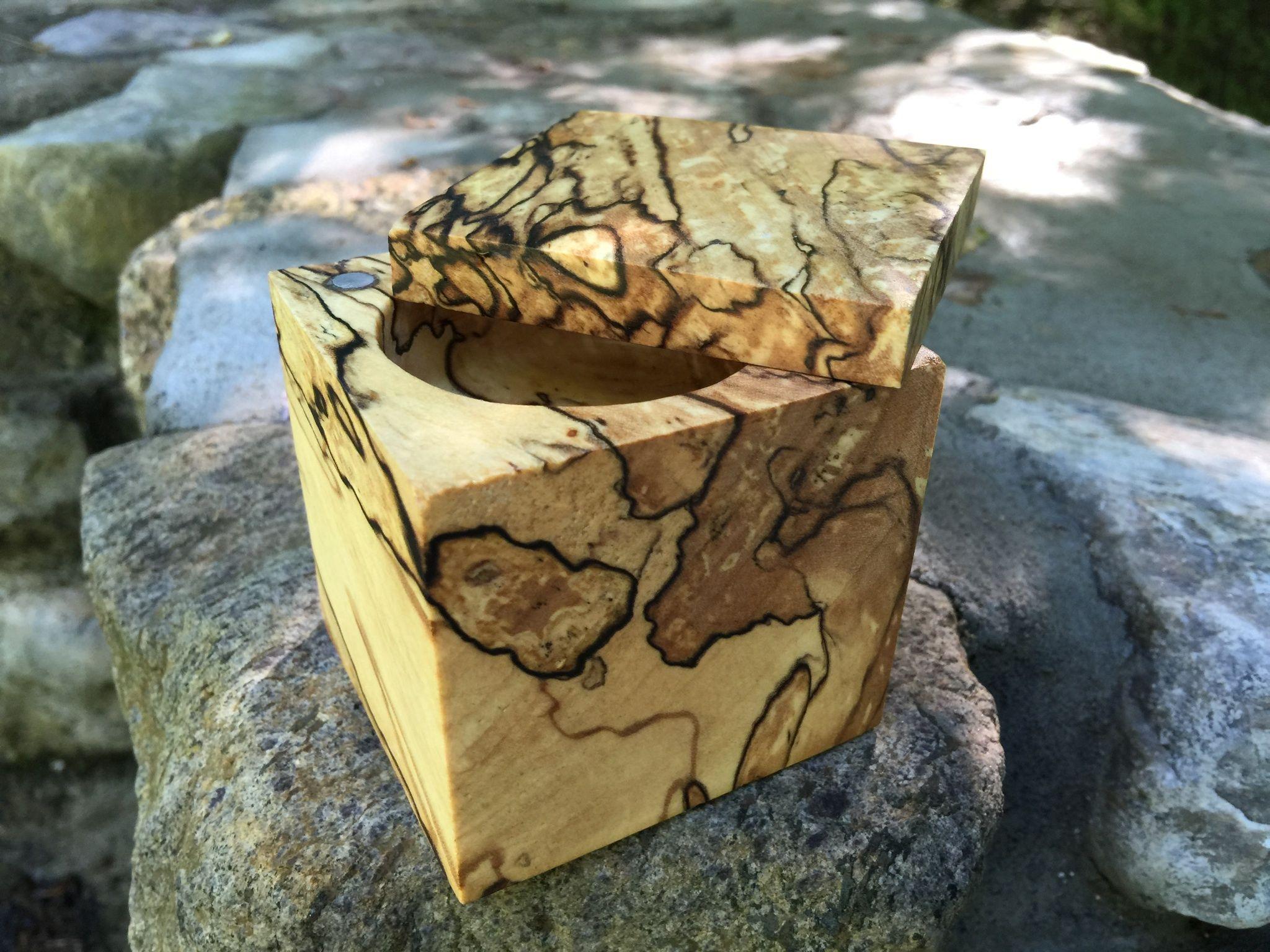 Boîte à bijoux en érable coti. www.trukerie.wordpress.com