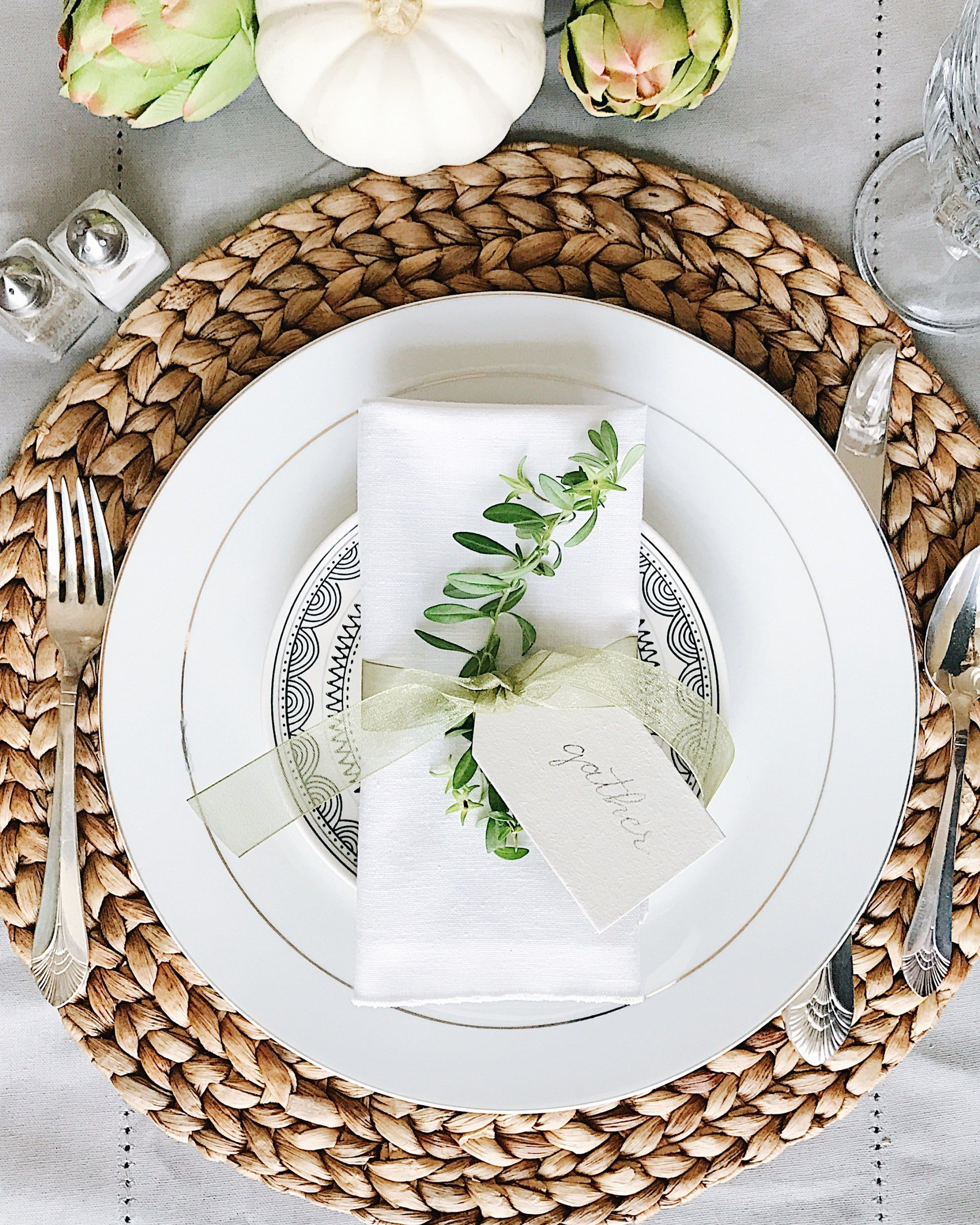 Beautifully Simple Thanksgiving Table Decor and Table Setting Ideas #thanksgivingtablesettings