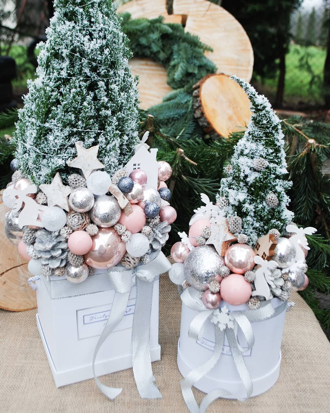 Choinki W Kolorystyce Pudrowy Roz Srebro Biel Duza 60cm I Mini 30 Cm Zapraszamy Christmas Wreaths Holiday Decor Decor