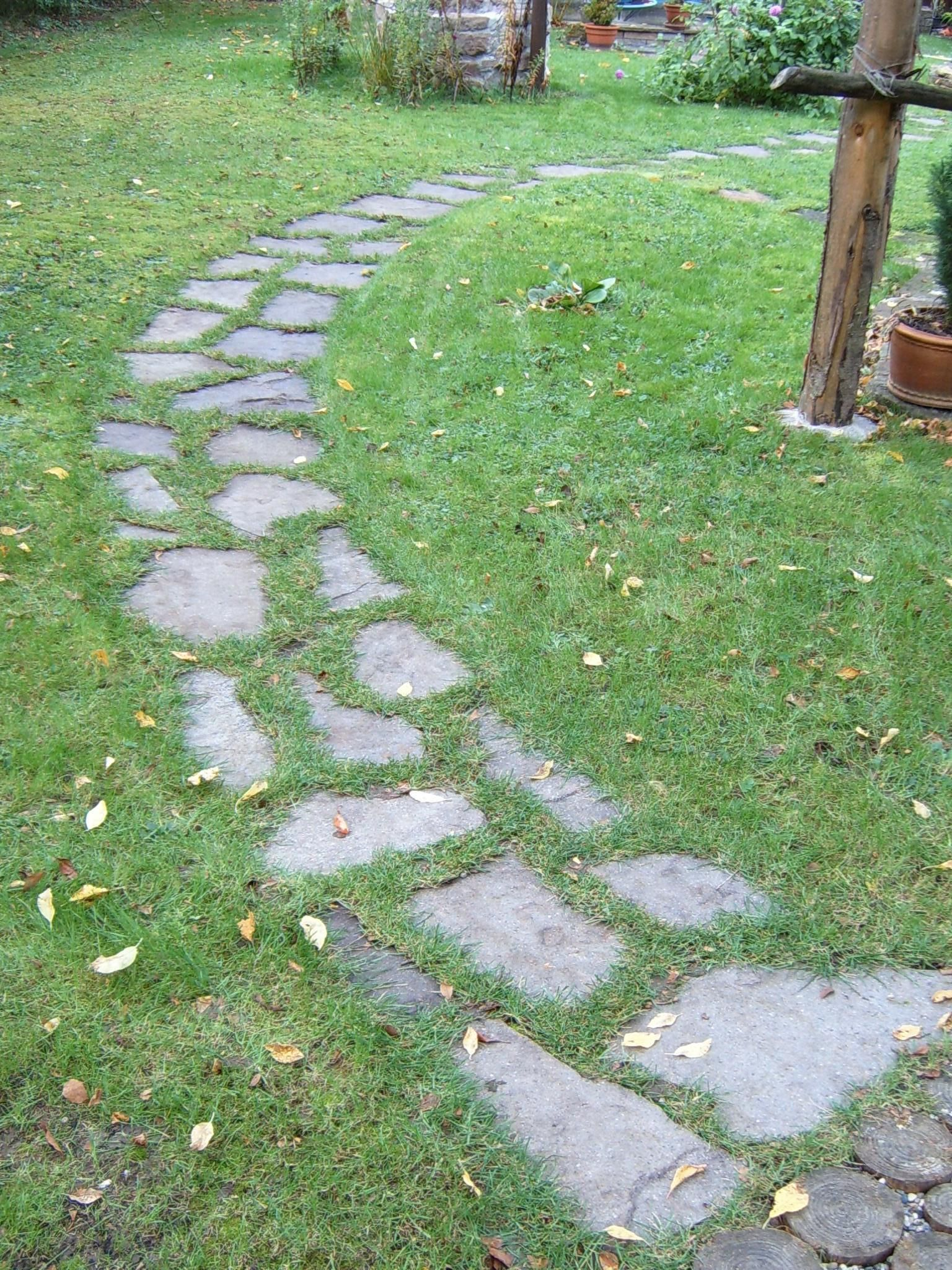 Gartenweg - Bilder und Fotos #blumenbeetanlegen