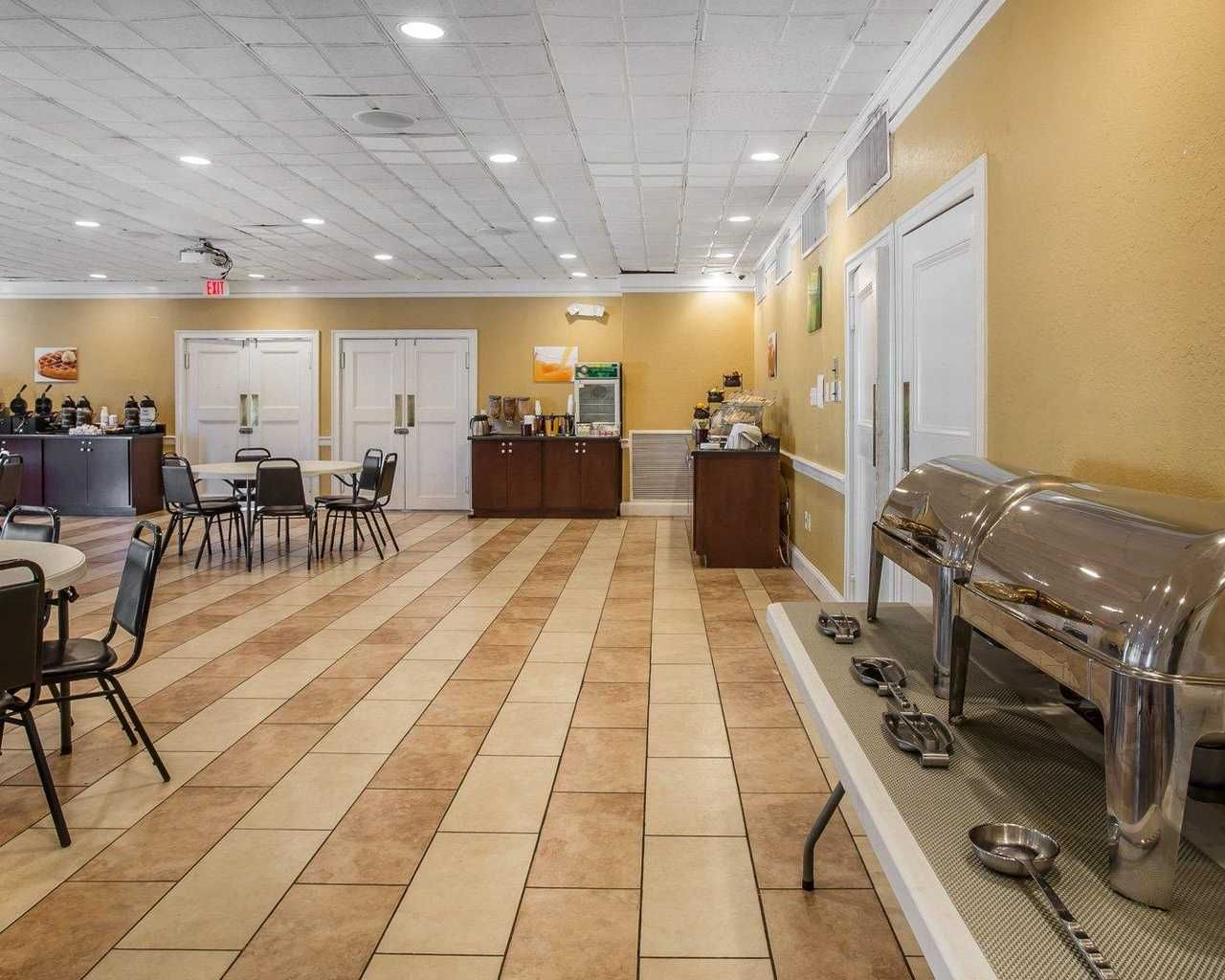 Pet Friendly Hotel In Richmond Hill Georgia Features Modern On