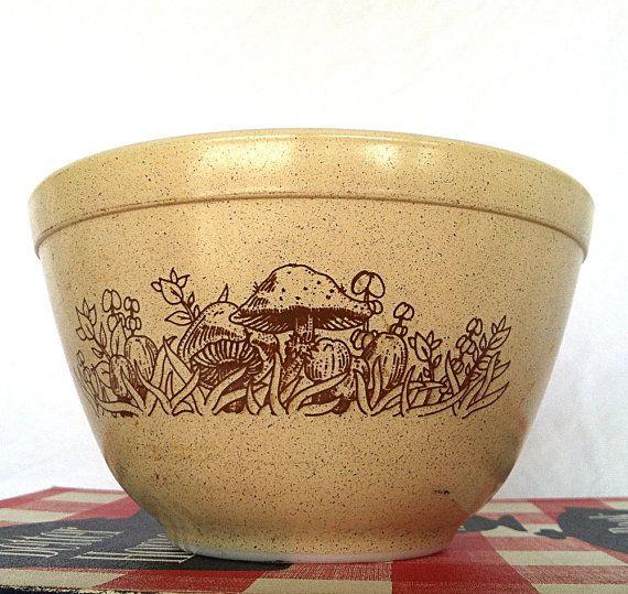 Vintage Kitchen Bowls: Vintage Pyrex 401 Bowl Mushroom Forest Fancies // Vintage