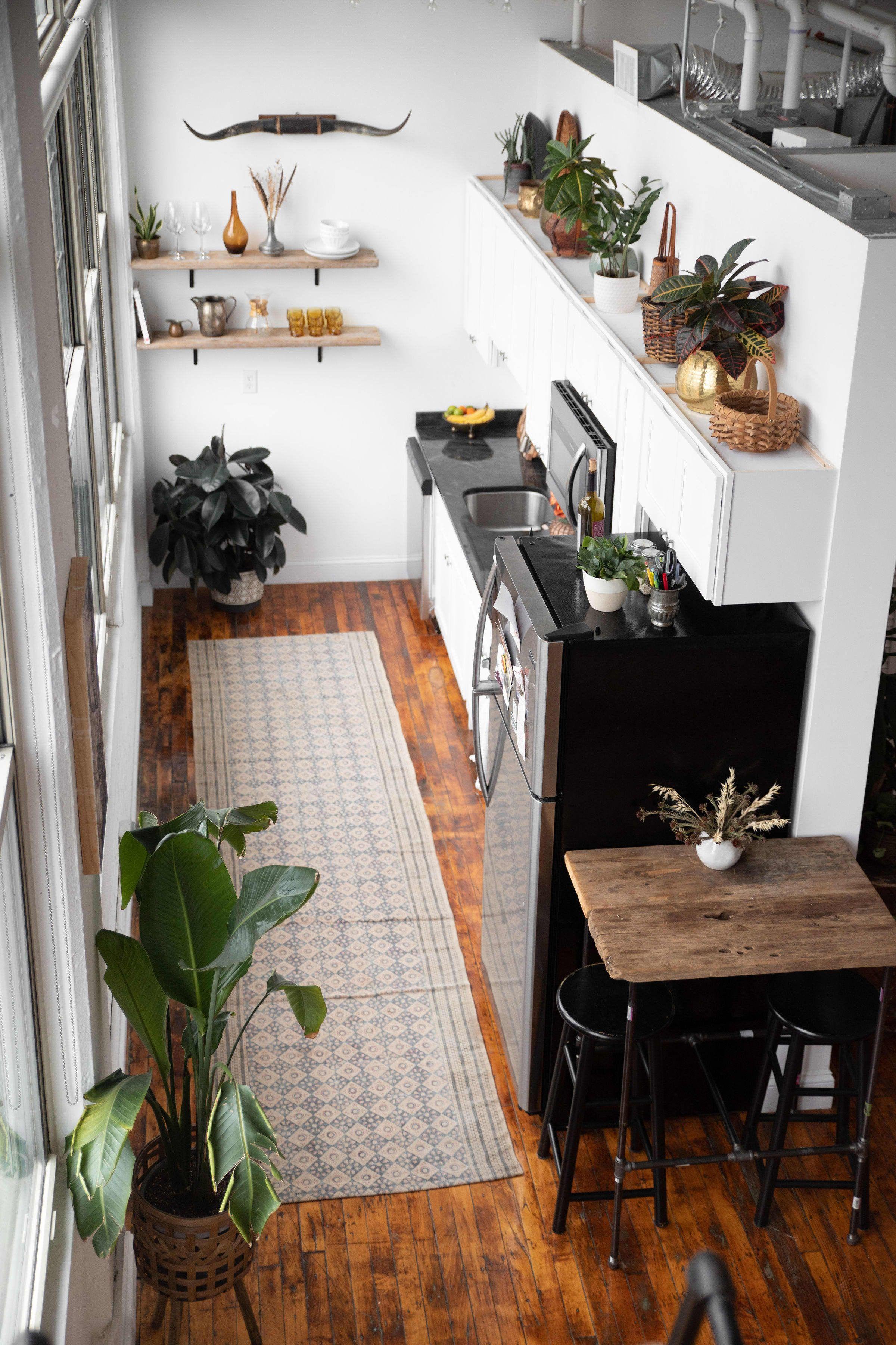 A Beautiful 600 Square Foot Studio Was Furnished On A Small Budget Kitchen Design Small Kitchen Interior Apartment Interior Design
