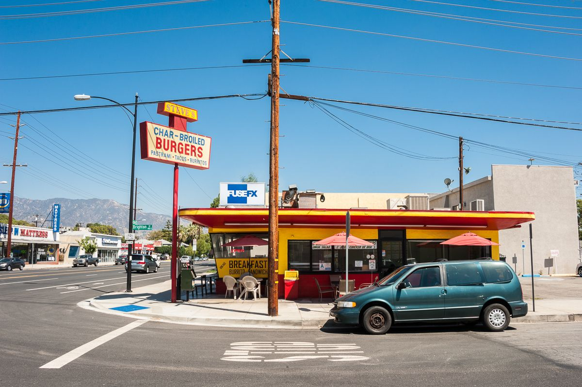 A Los Angeles Landmark This Family Restaurant In Los Angeles Has Been Around Since 1959 Famous For It S Fri Family Restaurants Los Angeles Area Los Angeles