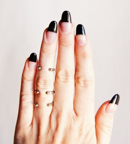 Cool Nail Polish Ideas With Simple Black Polish For The Tips