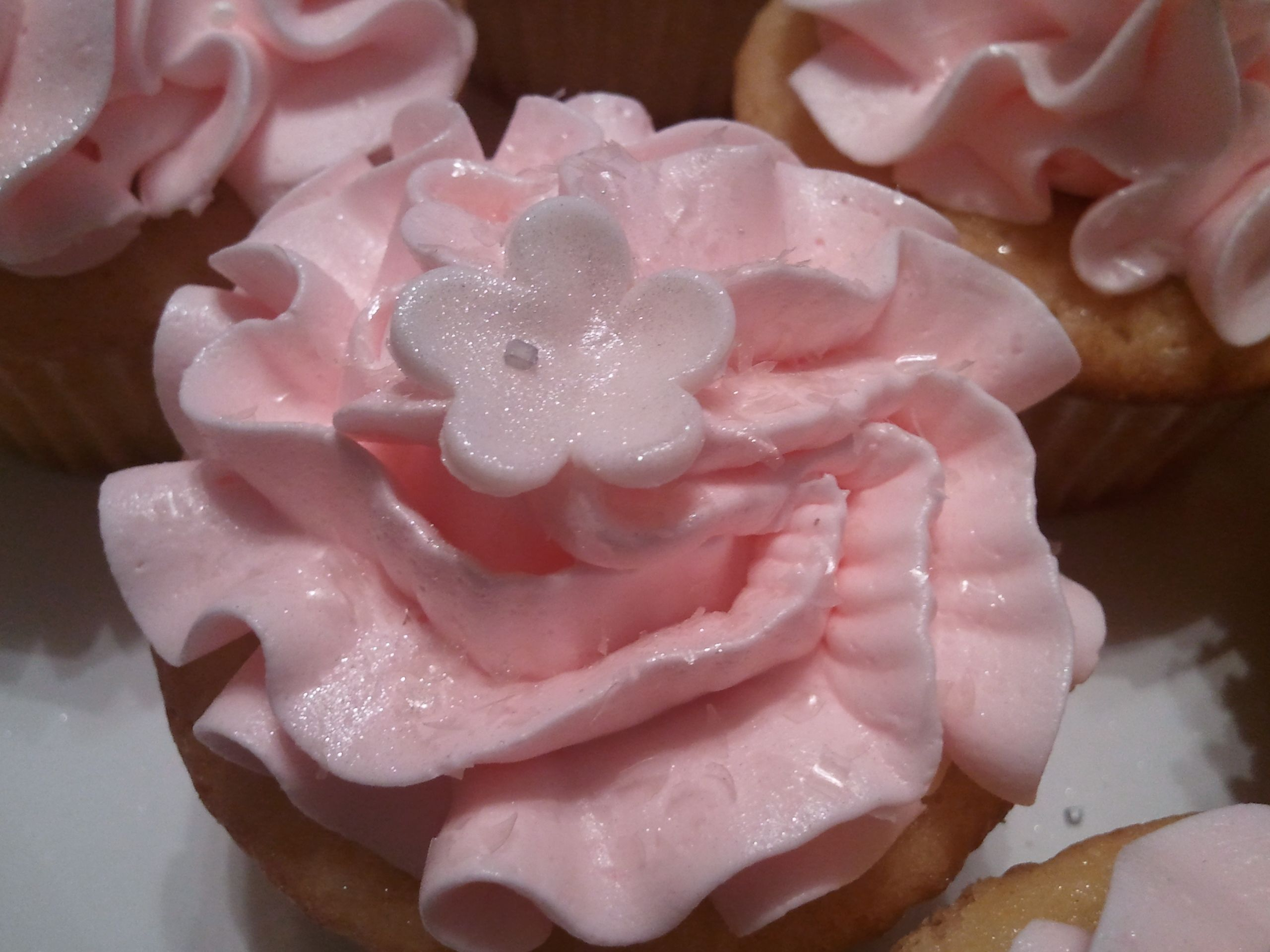 Pin By Tameka On Delectable Designs Pink Moscato Cupcakes Recipe Moscato Cupcakes Pink Moscato
