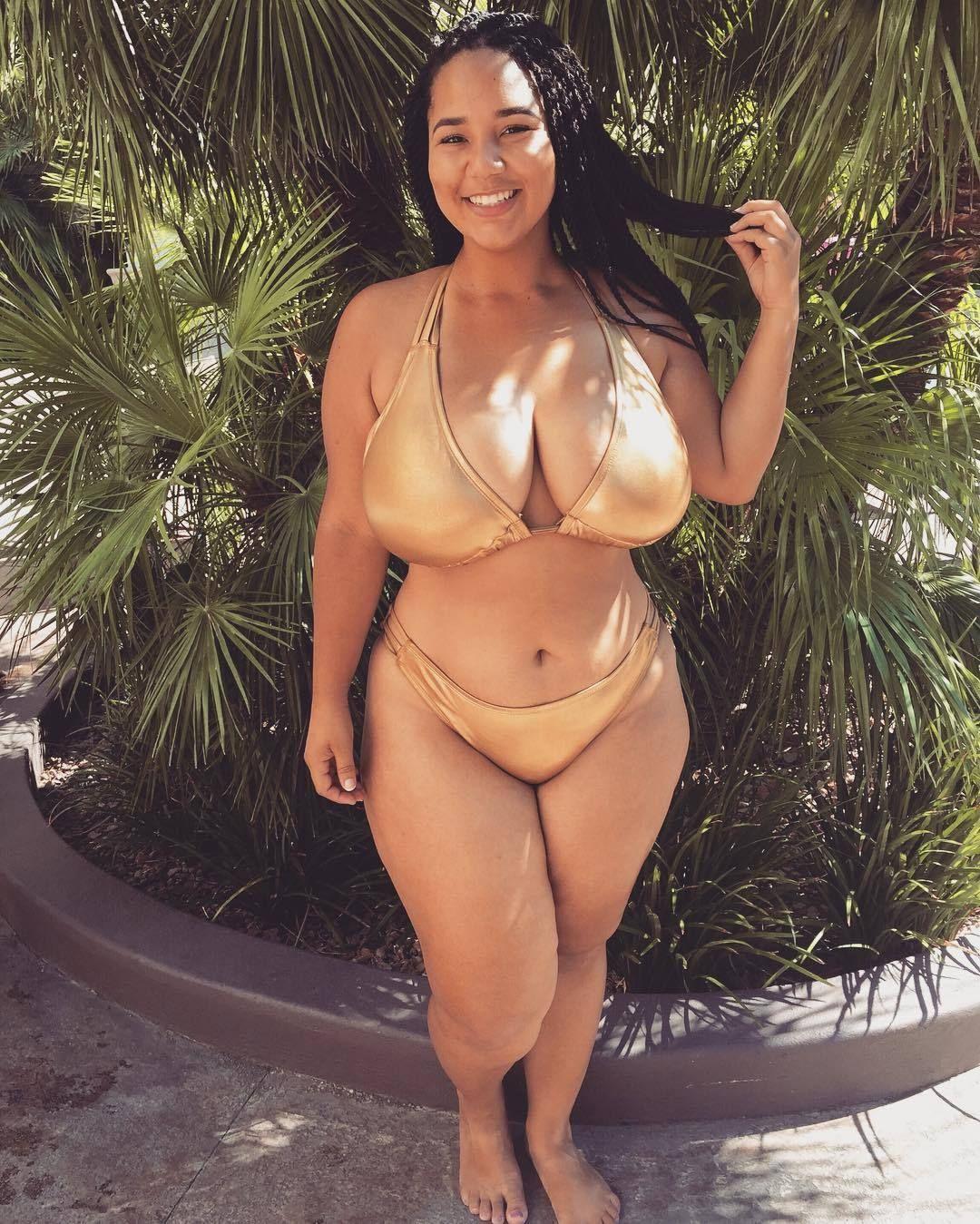 Busty naturally woman