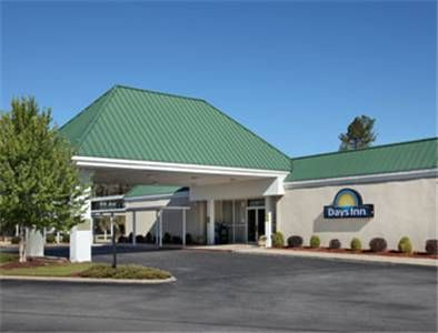 Days Inn Goldsboro Goldsboro North Carolina Located Off Route 70 And Less Than 4 5 Miles From The Goldsboro City Centre North Carolina Hotels Goldsboro Hotel