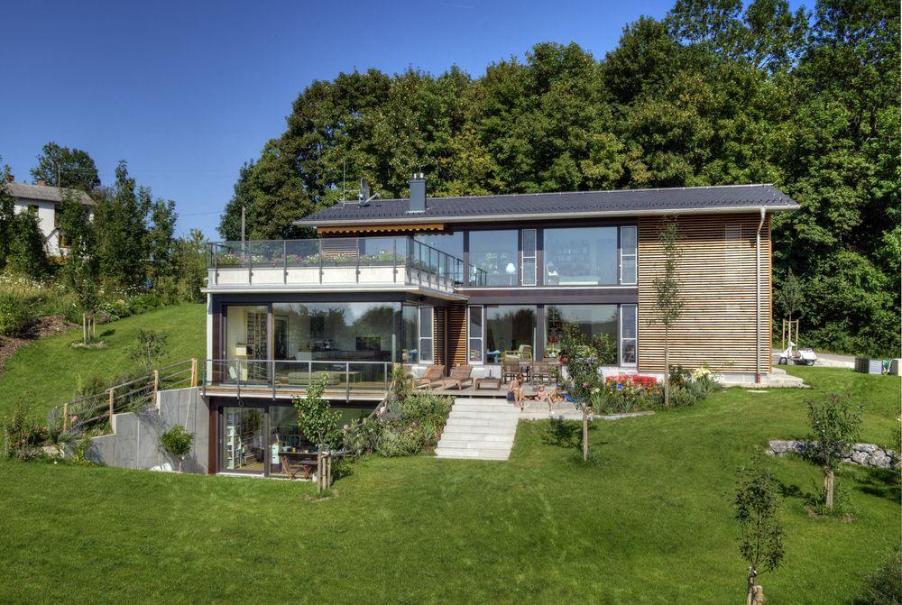 Bildergebnis für haus hanglage | Garten | Haus hanglage, Haus und ...