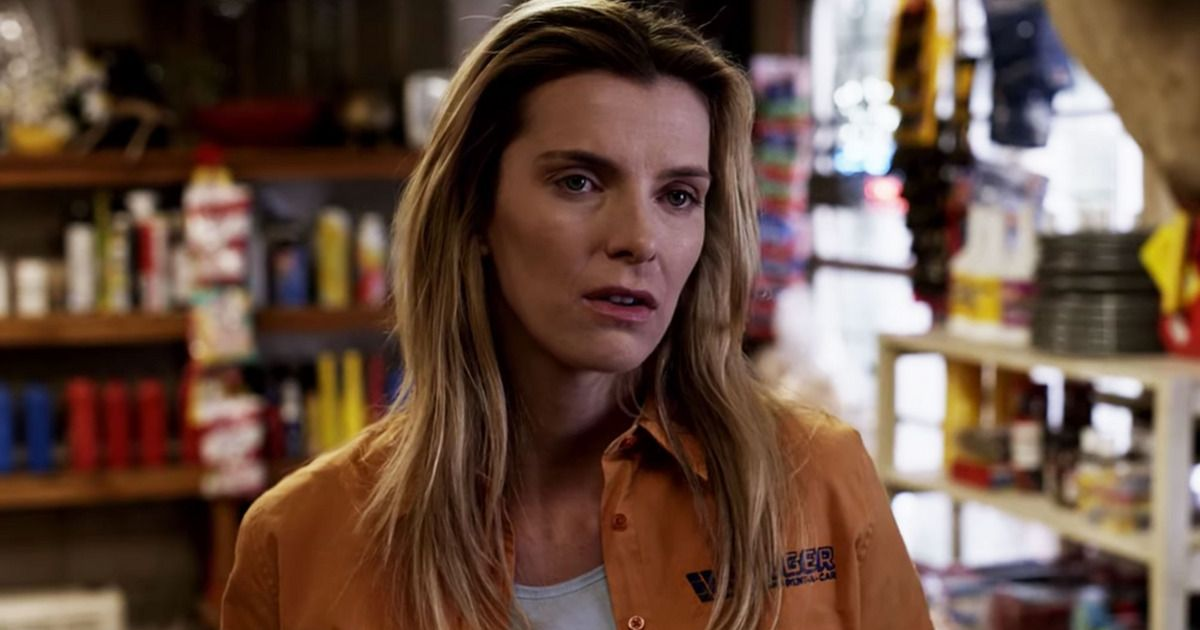 The Hunt Trailer Betty Gilpin Kills Her Way To A Showdown With