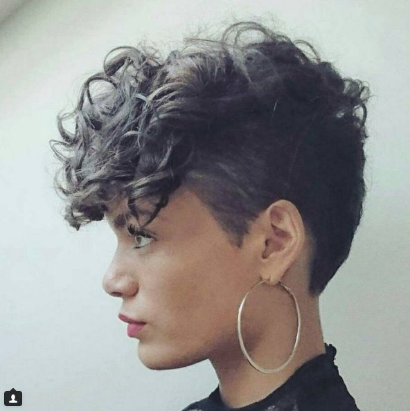 Kurze asymmetrische frisuren
