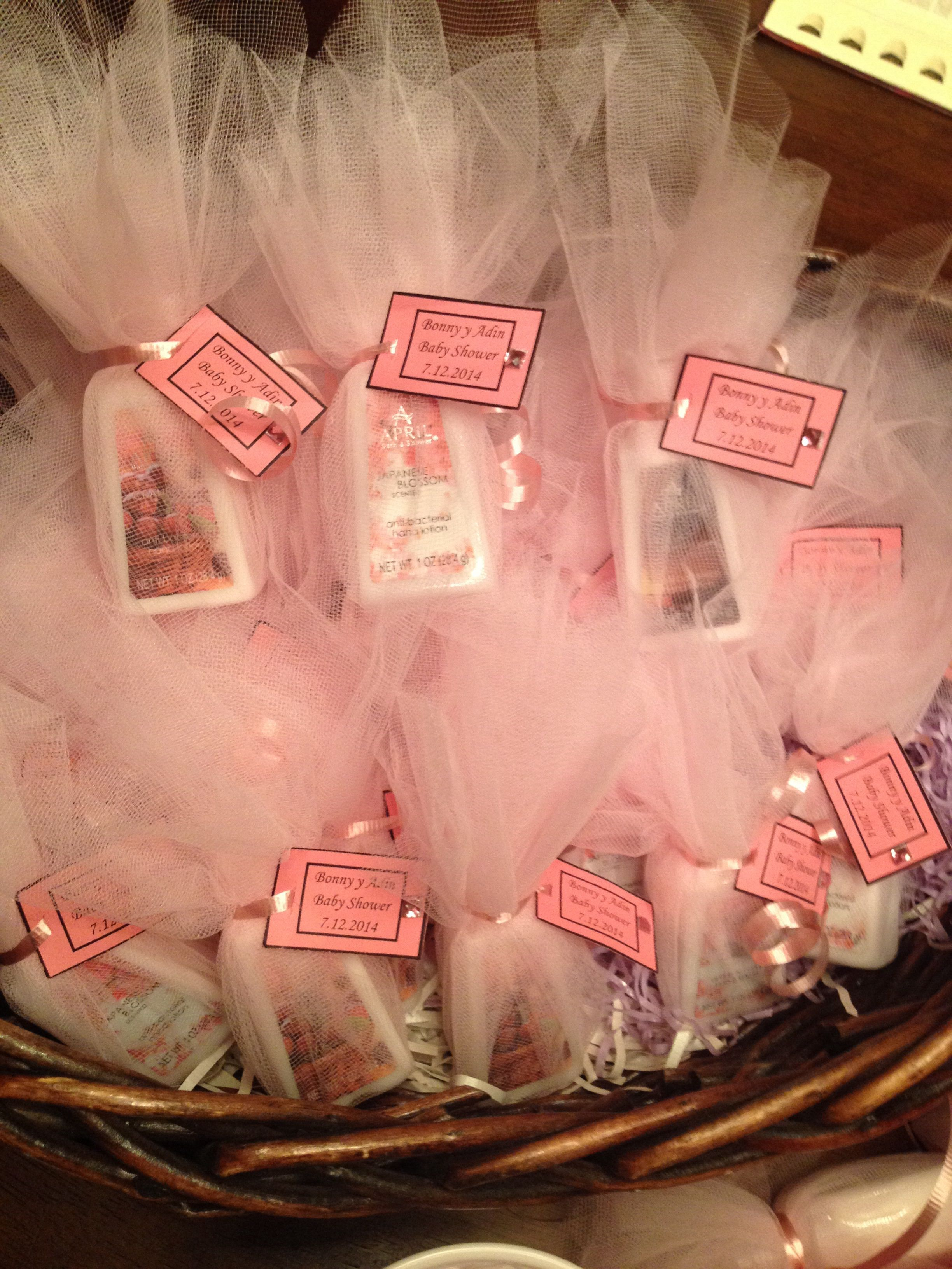 Hand sanitizer baby shower favors baby shower ideas for Hand sanitizer bridal shower favors