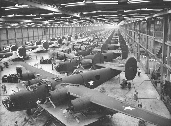 #B24Liberator bomber assembly line during WWII