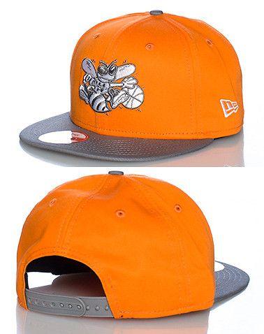 NEW+ERA+Snapback+style+baseball+cap+Embroidered+team+. NEW ERA Snapback  style baseball cap Embroidered team logo on front Adjustable strap on back  of hat ... f016ee5e3f8