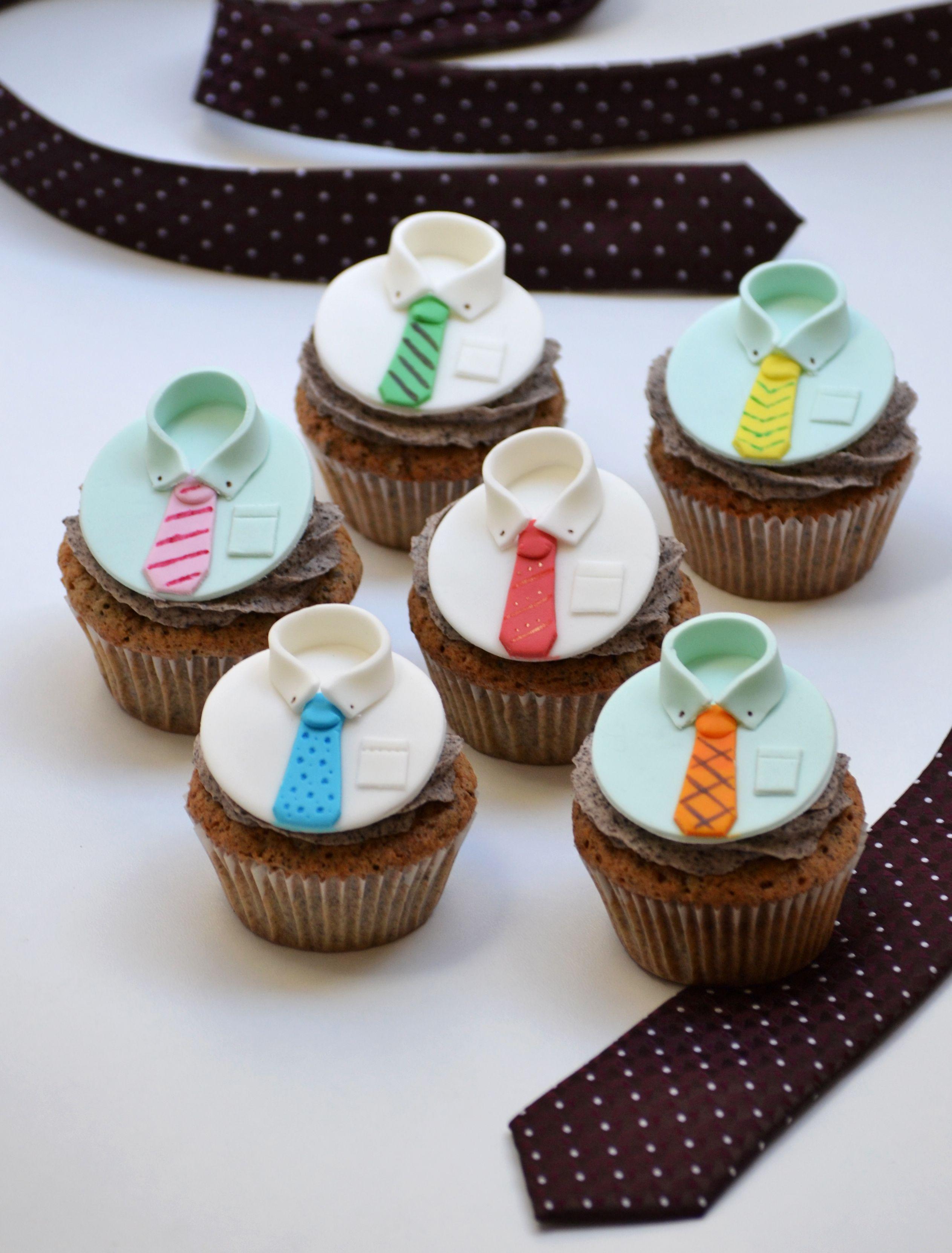 Cupcakes de oreo para el D a del Padre decorados con camisas y
