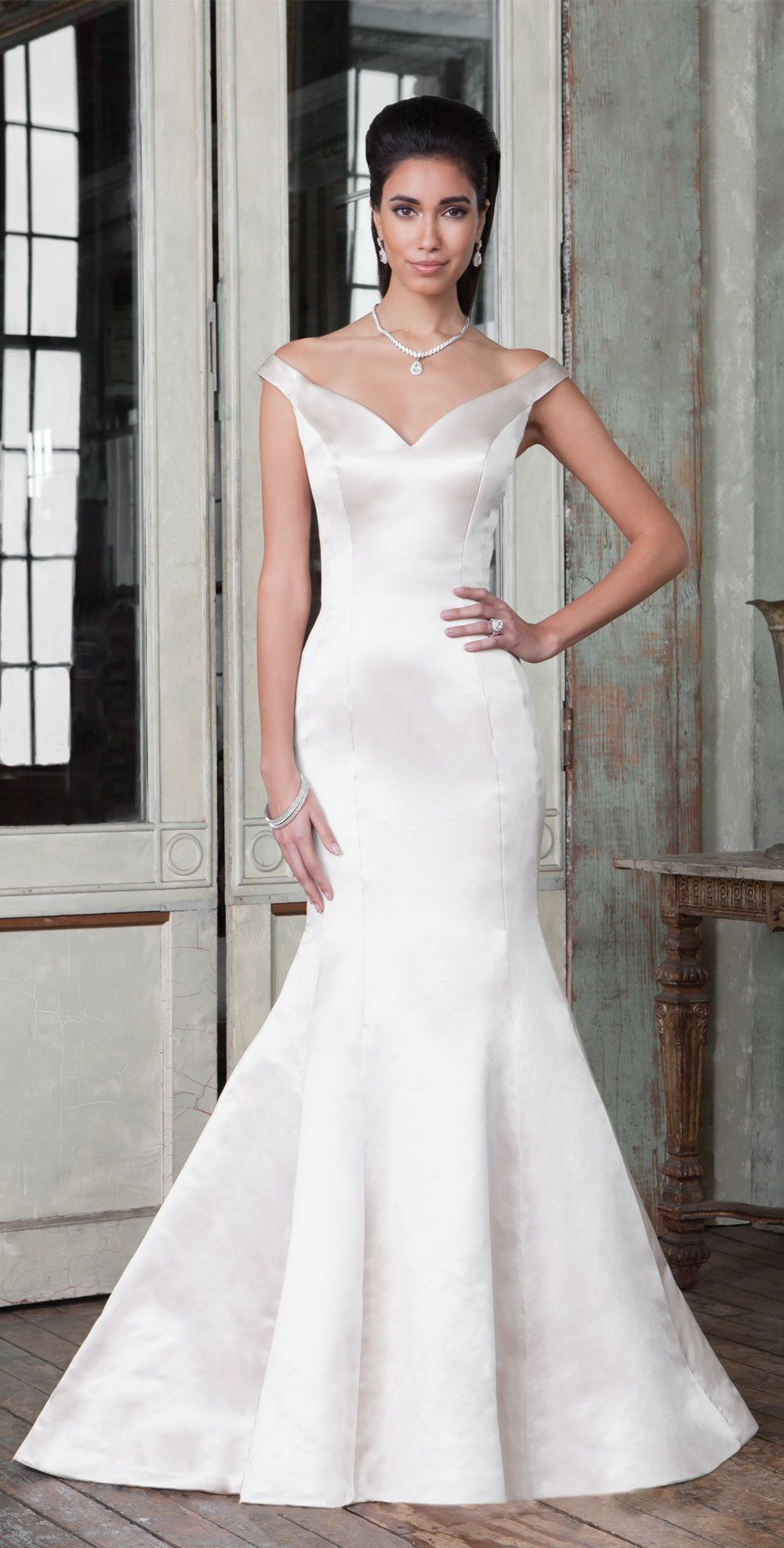 Justin Alexander Signature Style 9804 Sleek Couture Seamed Fit
